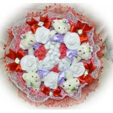Букет из мягких игрушек с цветочками (5 мишек, красный)