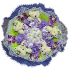 Букет из мягких игрушек с цветочками (5 мишек, фиолетовый)